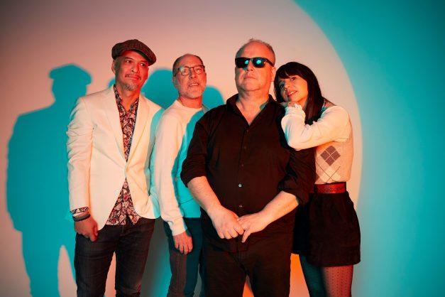 Slušajte Pixies uz klavir!