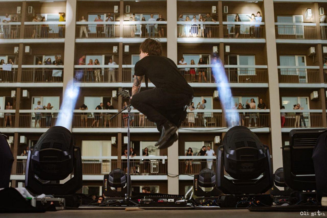 Izađite na balkon hotela, počinje vertikalni koncert!