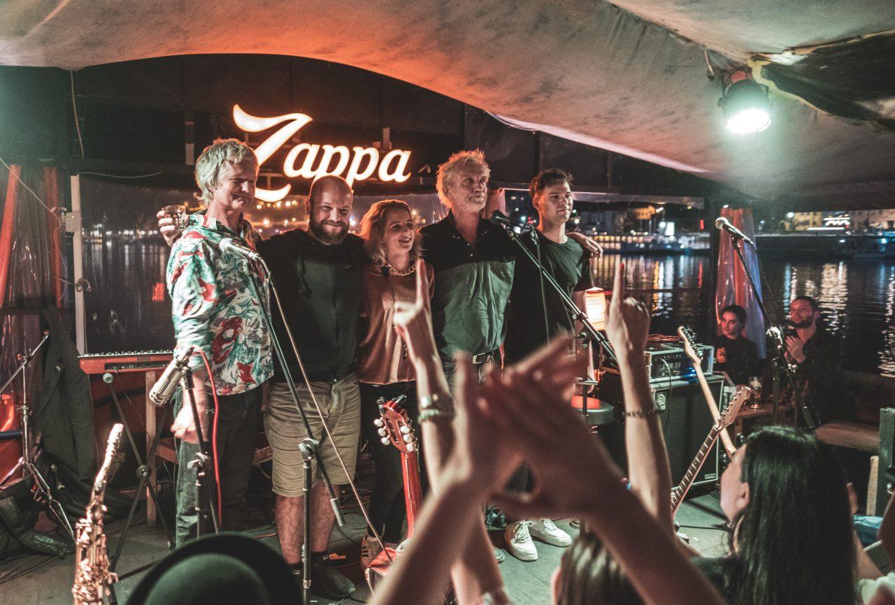 Darko Rundek i Ekipa hitovima zaljuljali Zappa barku
